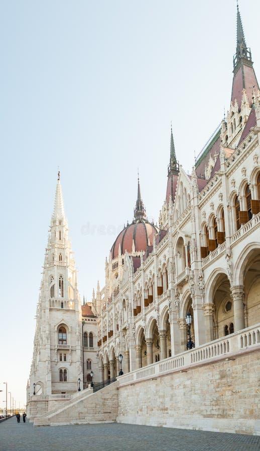 Węgierski parlamentu budynek przeglądać od strony Dunabe rzeka w Budapest Węgry, Czerwiec, - 16, 2016 fotografia royalty free