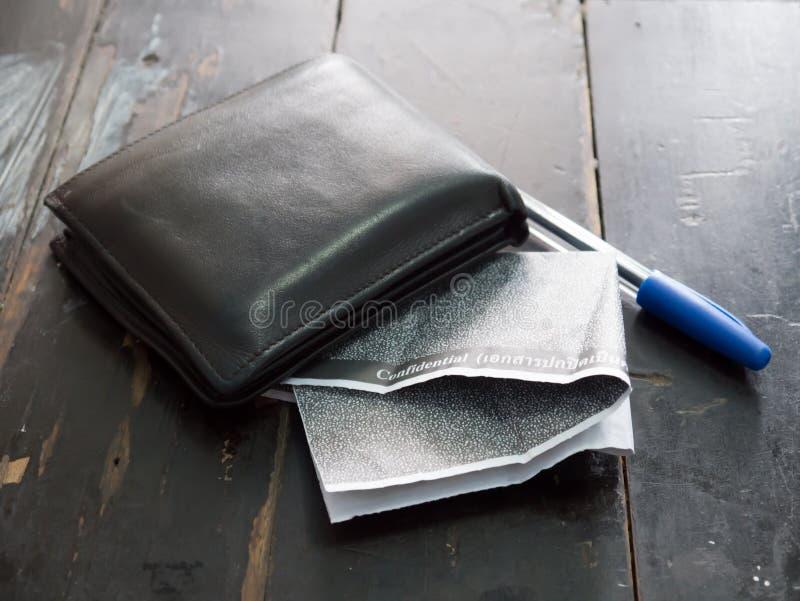 Węgla Pensyjny ślizganie z portflem zdjęcie stock