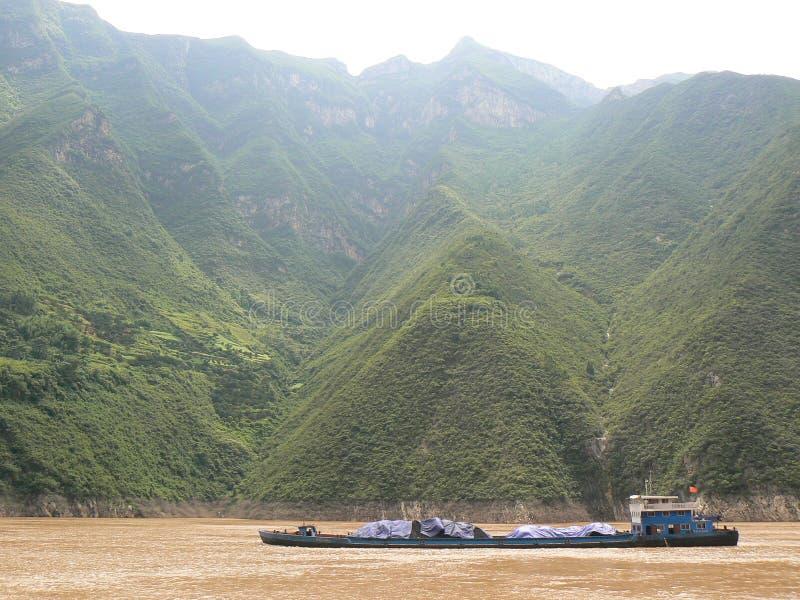 Węglowa barka na Rzecznym Yangtze fotografia royalty free