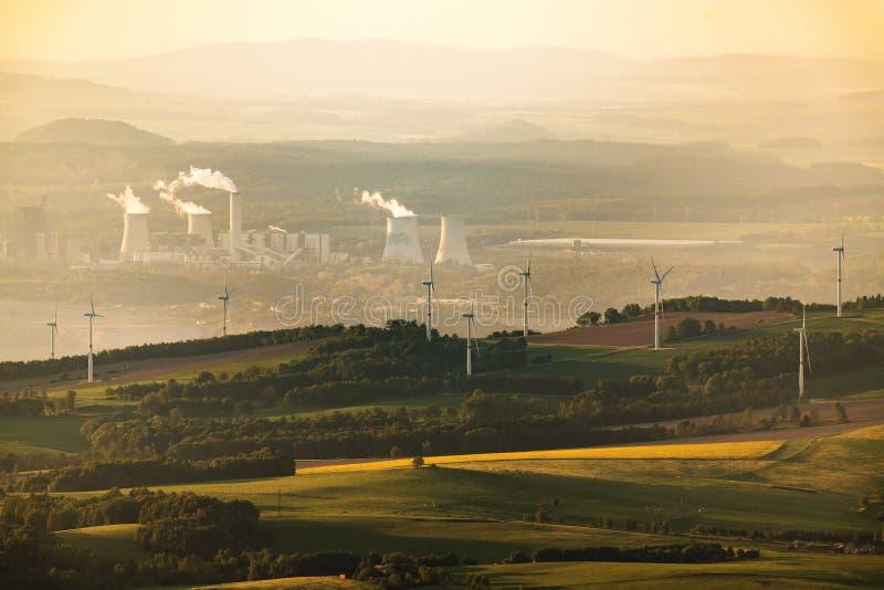 Węglowa i Wiatrowa energia zdjęcie stock