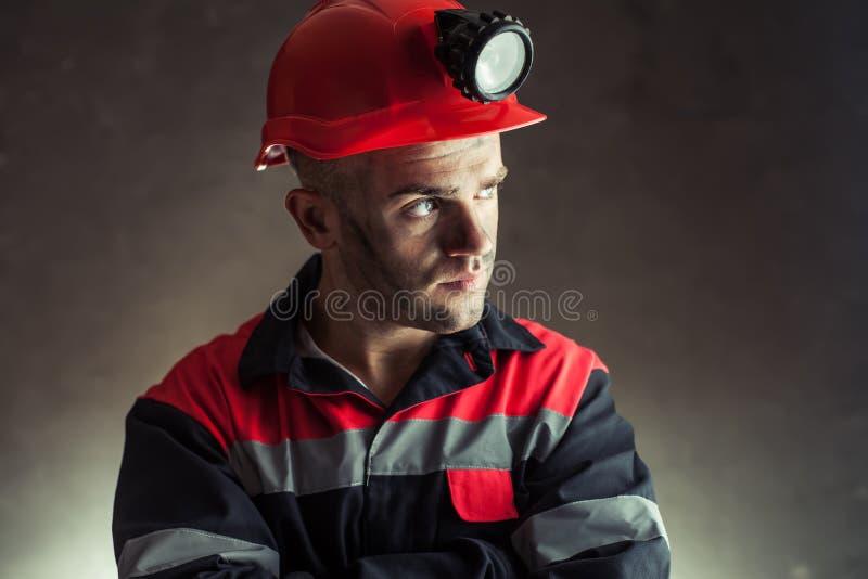 Węglowy górnik patrzeje daleko od obrazy royalty free
