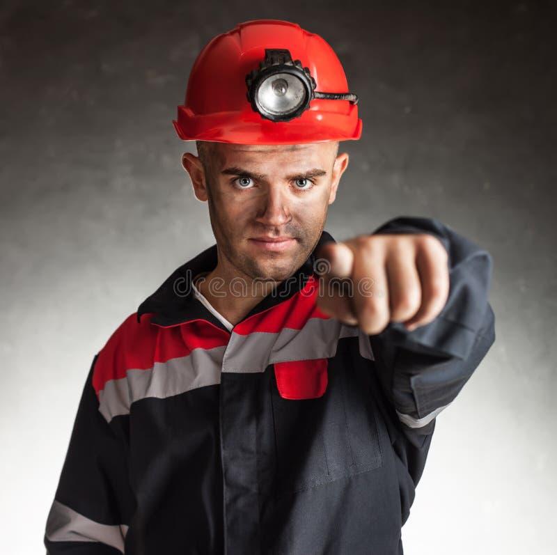 Węglowy górnik wskazuje naprzód obrazy stock