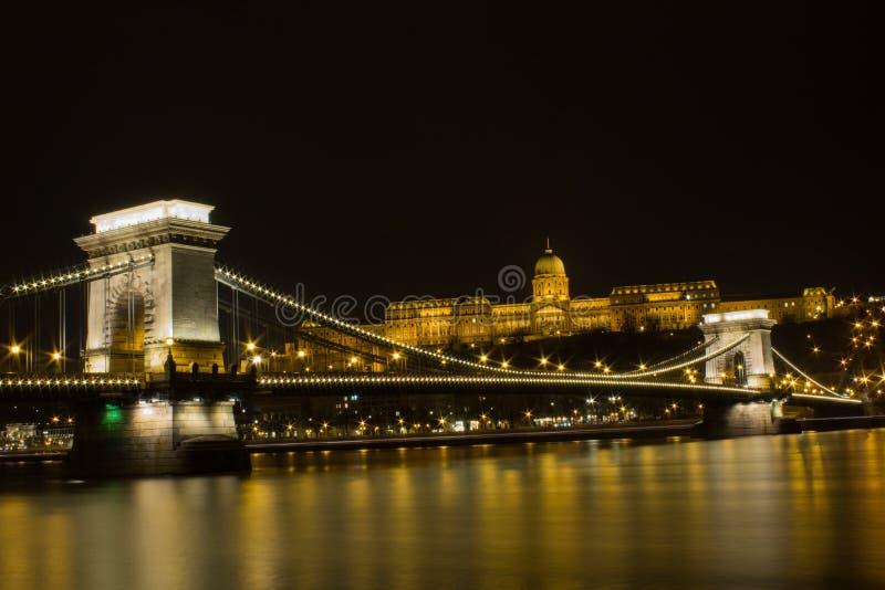 Węgry BUDAPEST kasztelu nocy widok zdjęcia royalty free