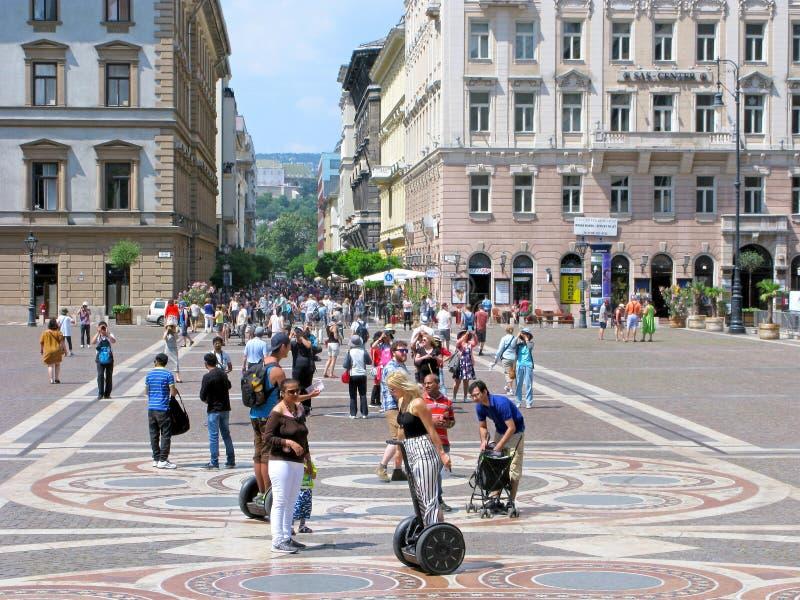 Węgry, Budapest, ludzie na St Stephen Obciosuje zdjęcia royalty free