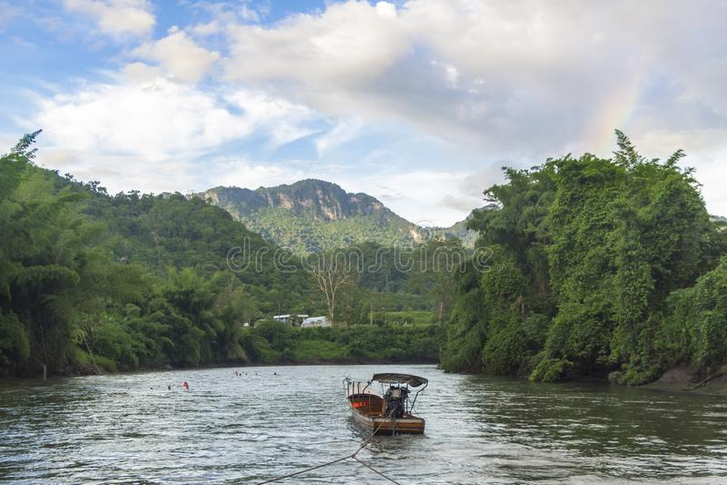 Włóczydło łódź dla rzeki zdjęcia stock