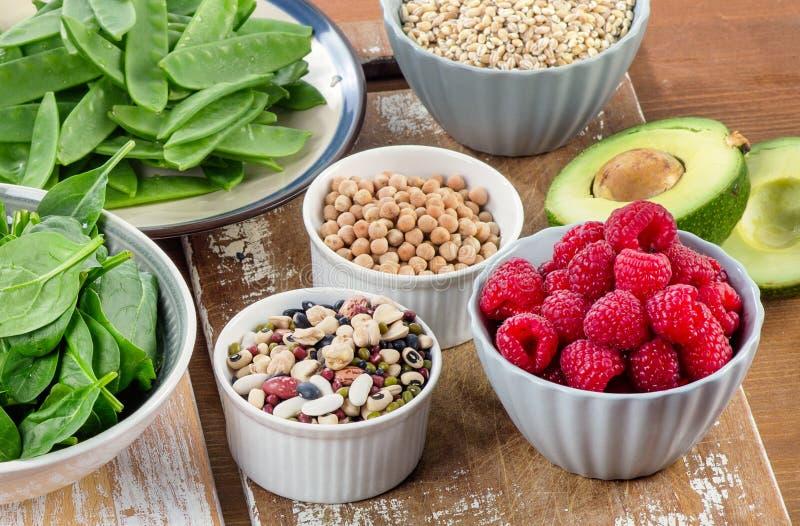 Włókien bogaci foods na drewnianej desce Zdrowej diety łasowanie obraz royalty free