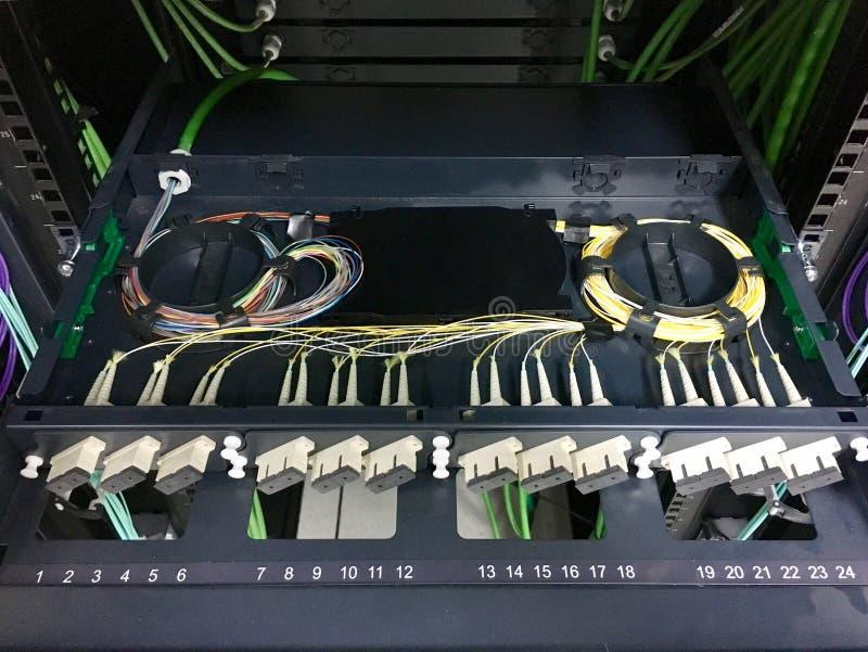 Włókno światłowodowe łaty panelu instalacja zdjęcie royalty free