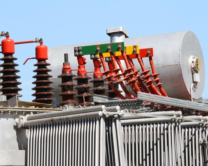 Włączniki i wysokonapięciowi kable transformator zdjęcia stock