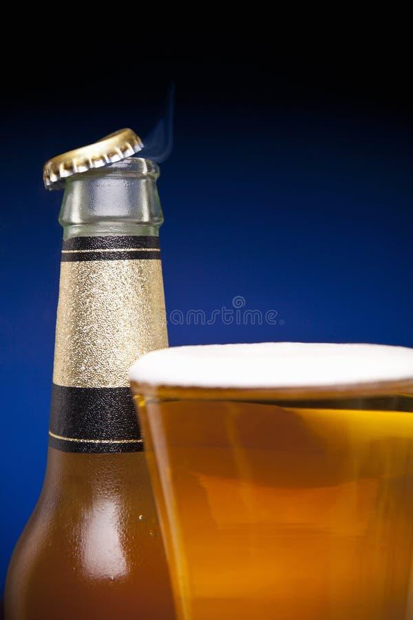 Właśnie rozpieczętowany piwo zdjęcia royalty free