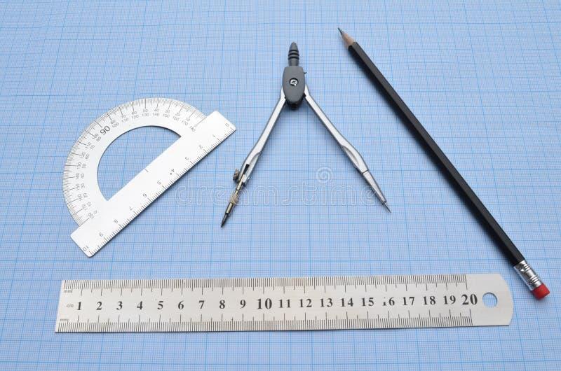 Władca, kątomierz, kompas, ołówek fotografia royalty free