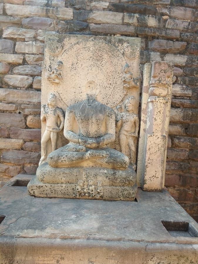 WŁADYKA BUDDHA W światowego dziedzictwa SANCHI stupie BLISKO BHOPAL, INDIA zdjęcie stock