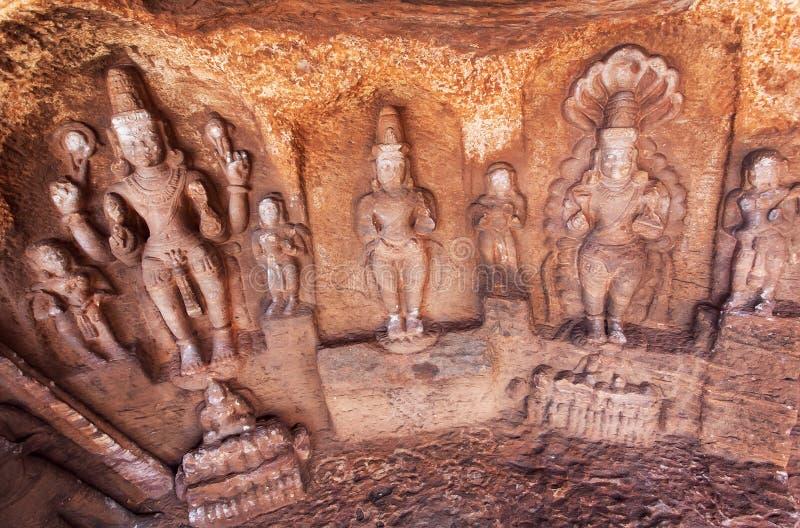 Władyka Shiva i inni Hinduscy bóg w naturalnej jamie w Badami miasteczku, India obraz royalty free