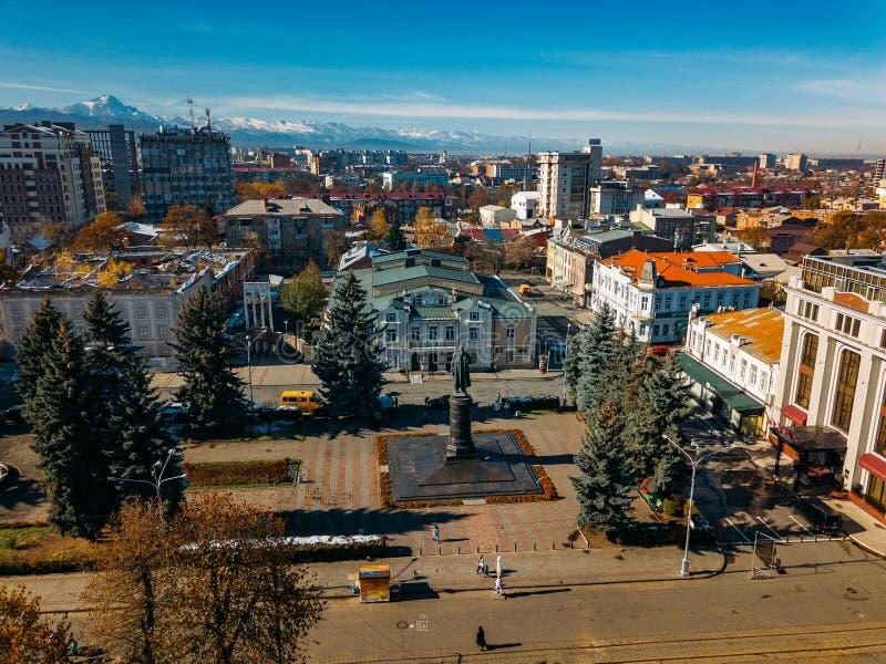 Władykaukaz, stolica Osetii Północnej Historyczne centrum z lotu drona fotografia stock