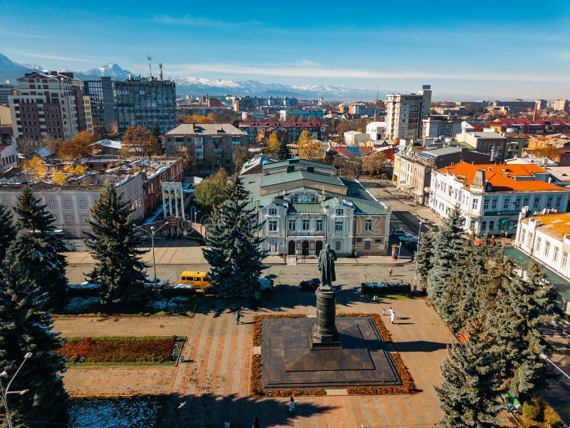 Władykaukaz, stolica Osetii Północnej Historyczne centrum z lotu drona zdjęcie stock