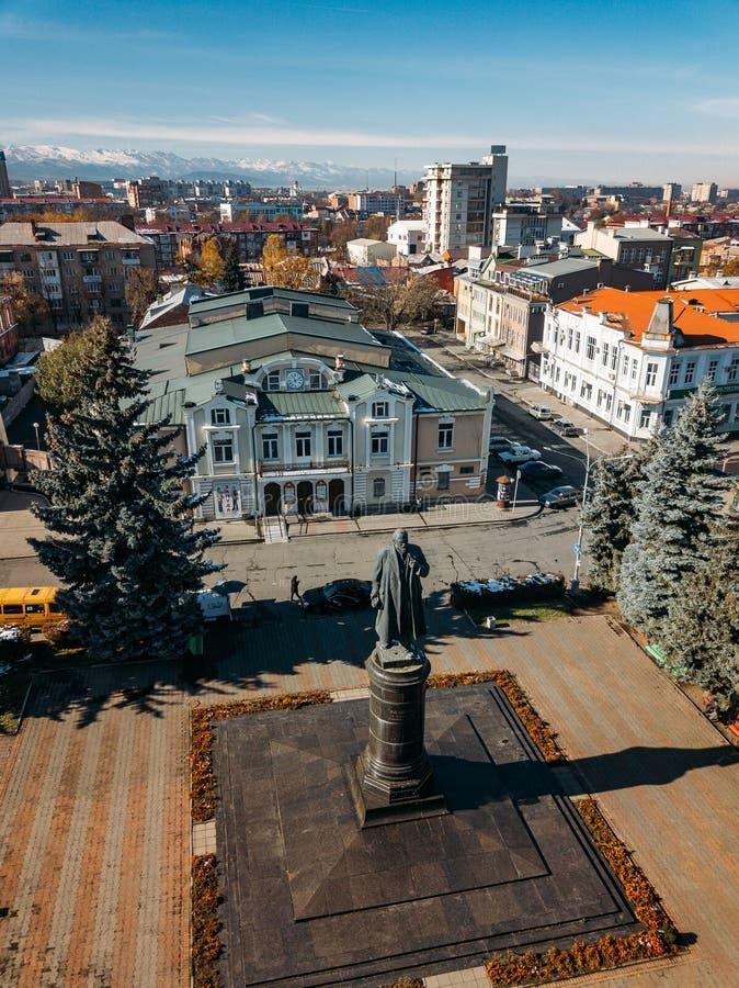 Władykaukaz, stolica Osetii Północnej Historyczne centrum z lotu drona fotografia royalty free