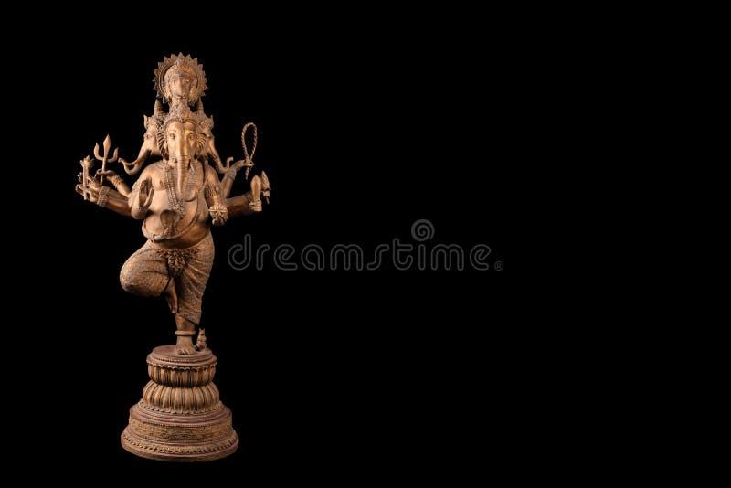 Władyki ganesha statua tanding na czarnym tle obrazy royalty free