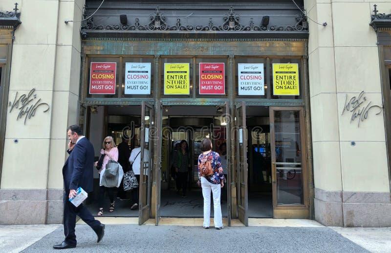 Władyki i Taylor Nowy Jork statku flagowego sklepu sprzedaż sklepu przymknięcia plakaty i znaki i obrazy stock