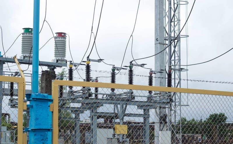 Władza transformator w wysokim woltażu switchyard w nowożytnej elektrycznej podstaci, władza zdjęcie stock