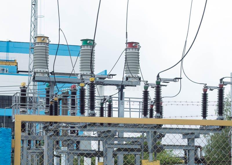 Władza transformator w wysokim woltażu switchyard w nowożytnej elektrycznej podstaci, elektrownia zdjęcia stock