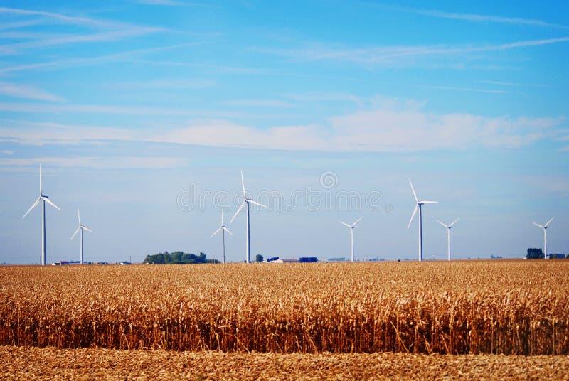 Władza wiatraczki w wiejskim Indiana na słonecznym dniu fotografia royalty free