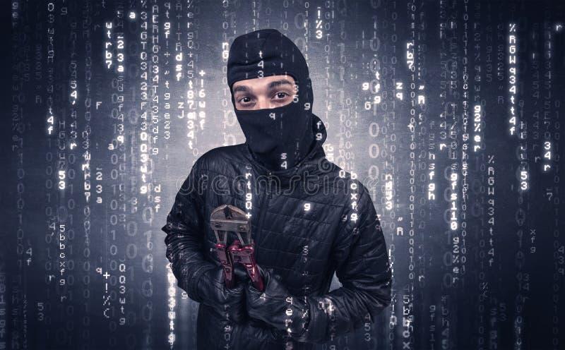 Włamywacz w akci z szyfrującym pojęciem zdjęcia royalty free