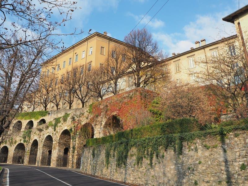 Włoch bergamo Stary miasto Jeden piękny miasto w Włochy Starzy i dziejowi budynki przy górnym miasteczkiem zdjęcia royalty free