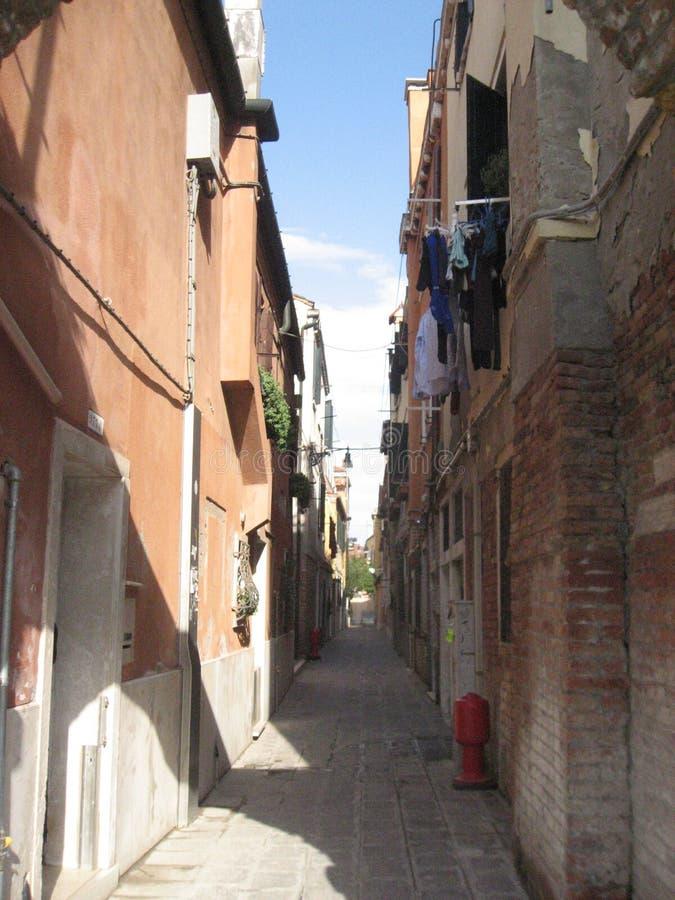 Włochy piękno jeden kanałowe ulicy w Venice obraz stock