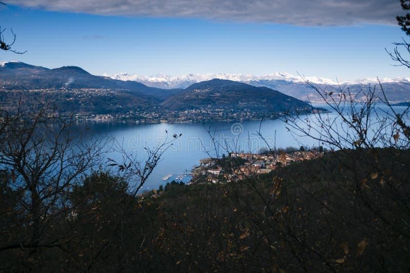 Włochy, Podgórski, Jeziorny Maggiore, panorama Jeziorny Maggiore z s obrazy royalty free