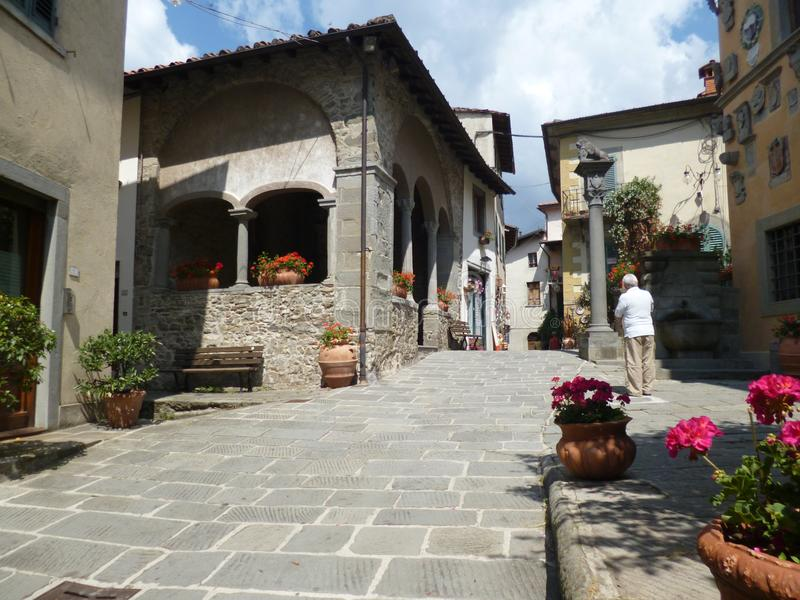 Włochy, Tuscany, Cutigliano na Lipu, 8th, 2018 środkowa ulica miasteczko zdjęcie royalty free