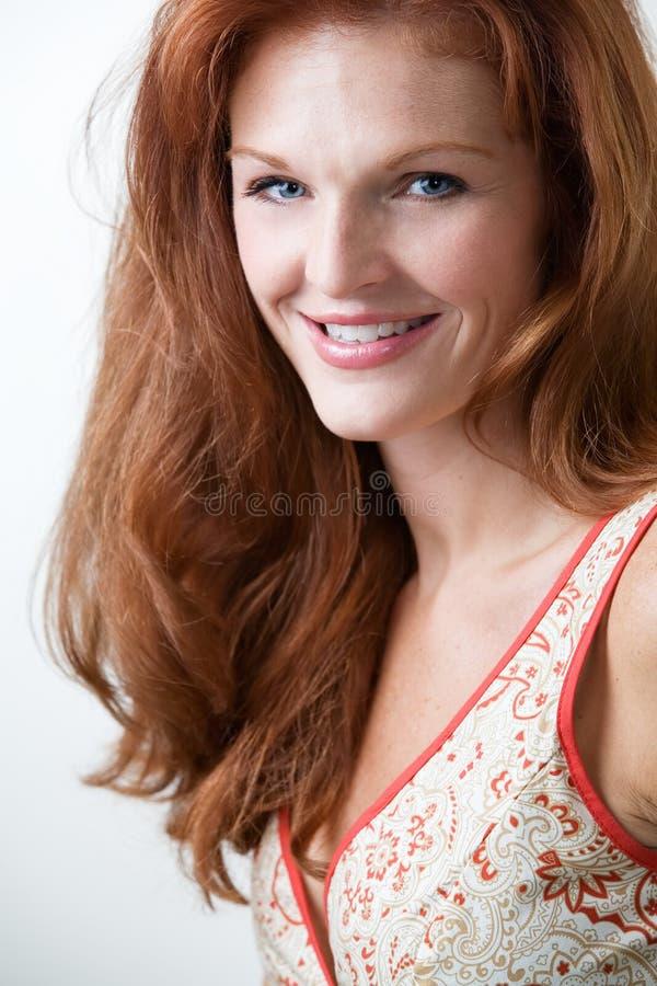 włosiana ładna czerwona kobieta obraz stock