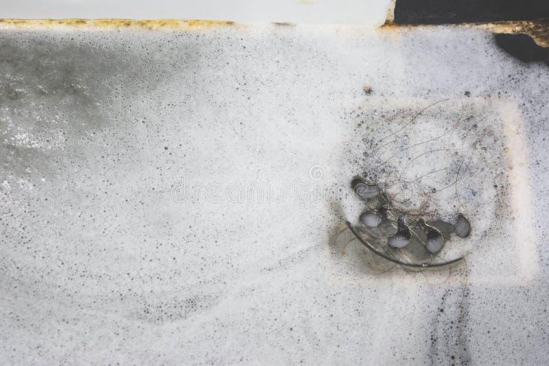 Włosiana kępa w skąpanie odcieku fotografia stock