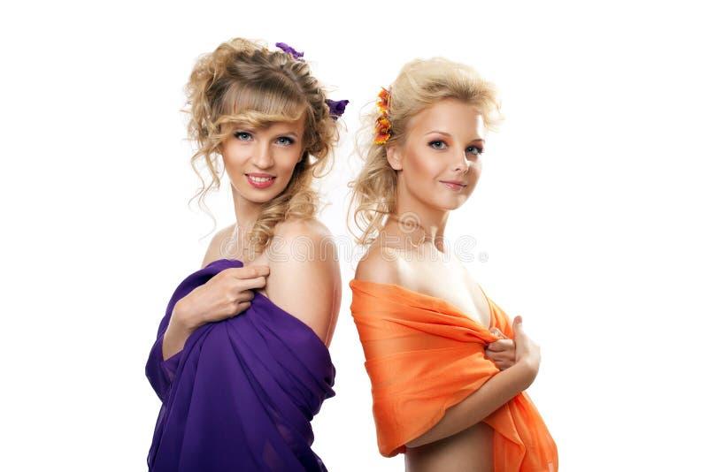 włosiani ładni stylu dwa kobiety potomstwa zdjęcie royalty free