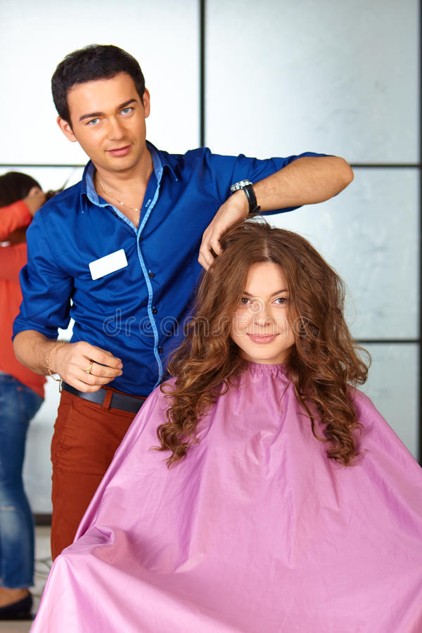 Włosiany salon Kobiety ostrzyżenie _ zdjęcie stock