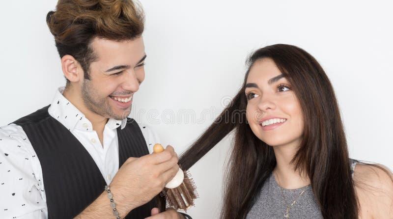 Włosiany stylista Z klientem Przy salonem fotografia stock
