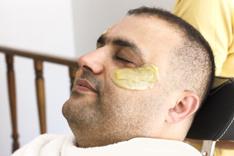 Włosiany usunięcie Mężczyzna twarzy słodzenia epilacja w Turcja zdjęcie royalty free
