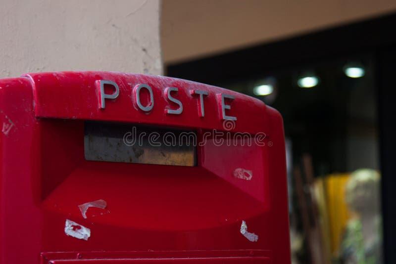 Włoska czerwona skrzynka pocztowa fotografia royalty free