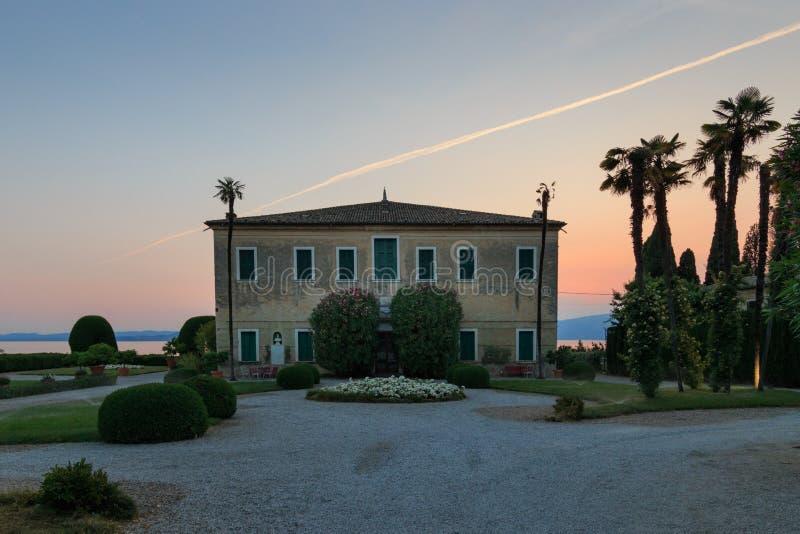 Włoska willa przy Punta San Vigilio, Jeziorny Garda obrazy stock