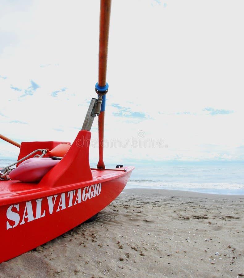 Włoski łódkowaty odzysk życie strażnicy w wybrzeżu obraz stock