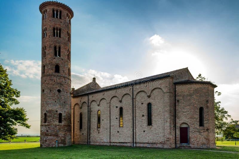 Włoski średniowieczny wieś kościół zdjęcia stock