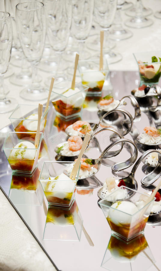Włoski świeży bufet z łososiowym i truskawkowym szkłem obrazy royalty free