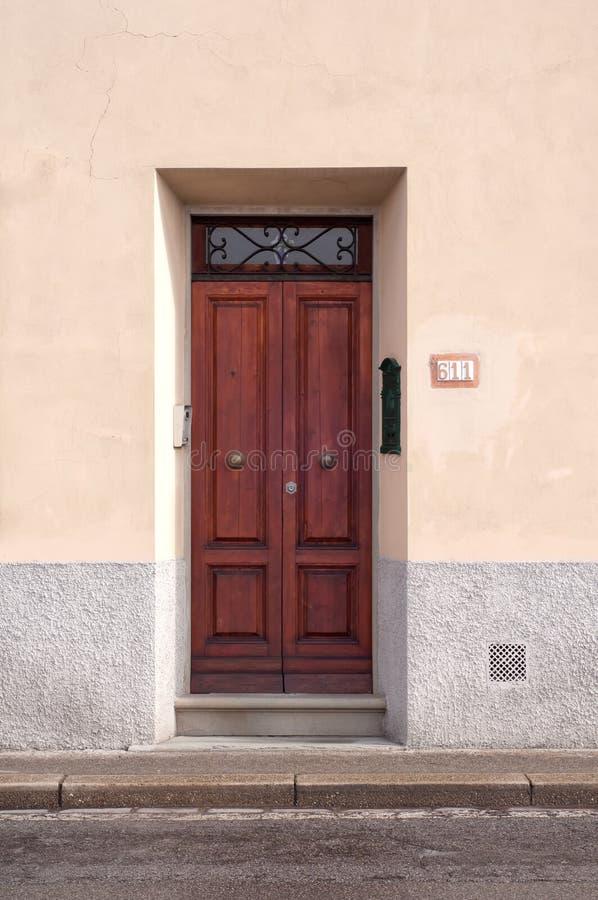 Włoski drewniany drzwi obraz stock