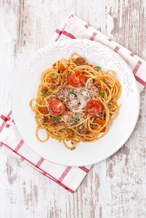 Włoski jedzenie - spaghetti bolognese, odgórny widok obraz royalty free