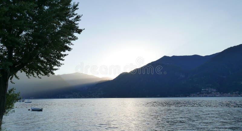 Włoski jezioro i góra fotografia royalty free