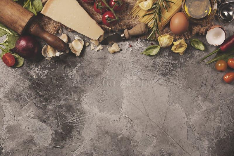 Włoski karmowy tło Łupkowy tło z przestrzenią dla teksta zdjęcia stock