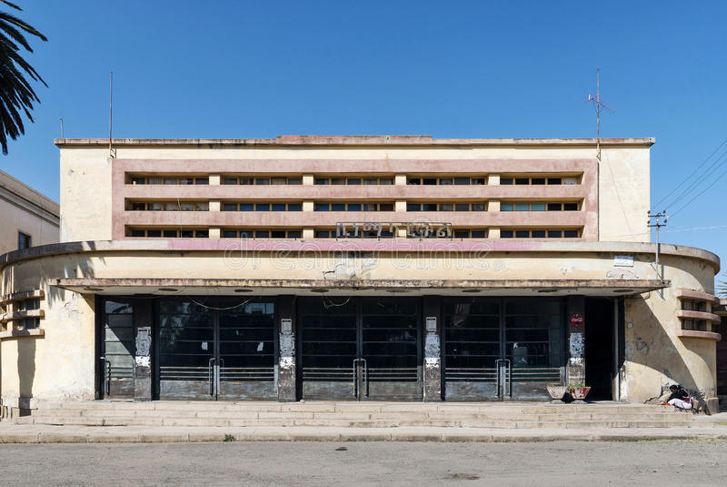Włoski kolonialny art deco stary kinowy budynek w Asmara Eritrea zdjęcie royalty free