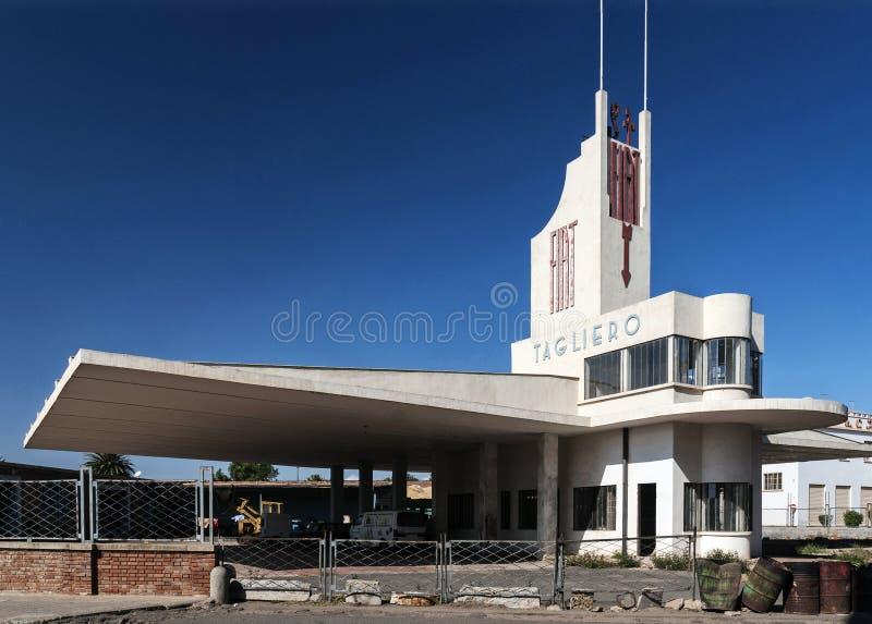 Włoski kolonialny stary art deco buduje w Asmara mieście Eritrea fotografia stock