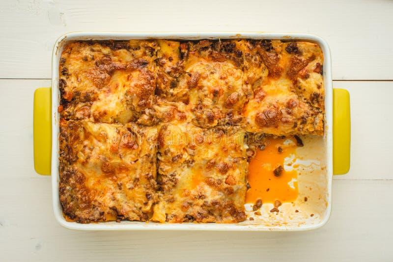 W?oski Lasagna bolo?czyk z wo?owin?, serem i Pomidorowym kumberlandem, zdjęcie stock