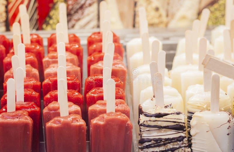 Włoski lody gelato, lodowy lolly w ulicznym kramu w Catania, Sicily, Włochy obraz stock