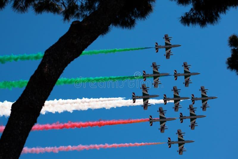 Włoski militarny lotniczy patrol Frecce Tricolori wykonuje podczas republika dnia na Czerwcu 2 w Rzym obrazy stock