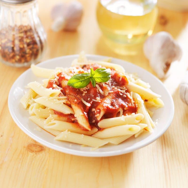 Włoski naczynie z penne makaronem obrazy stock
